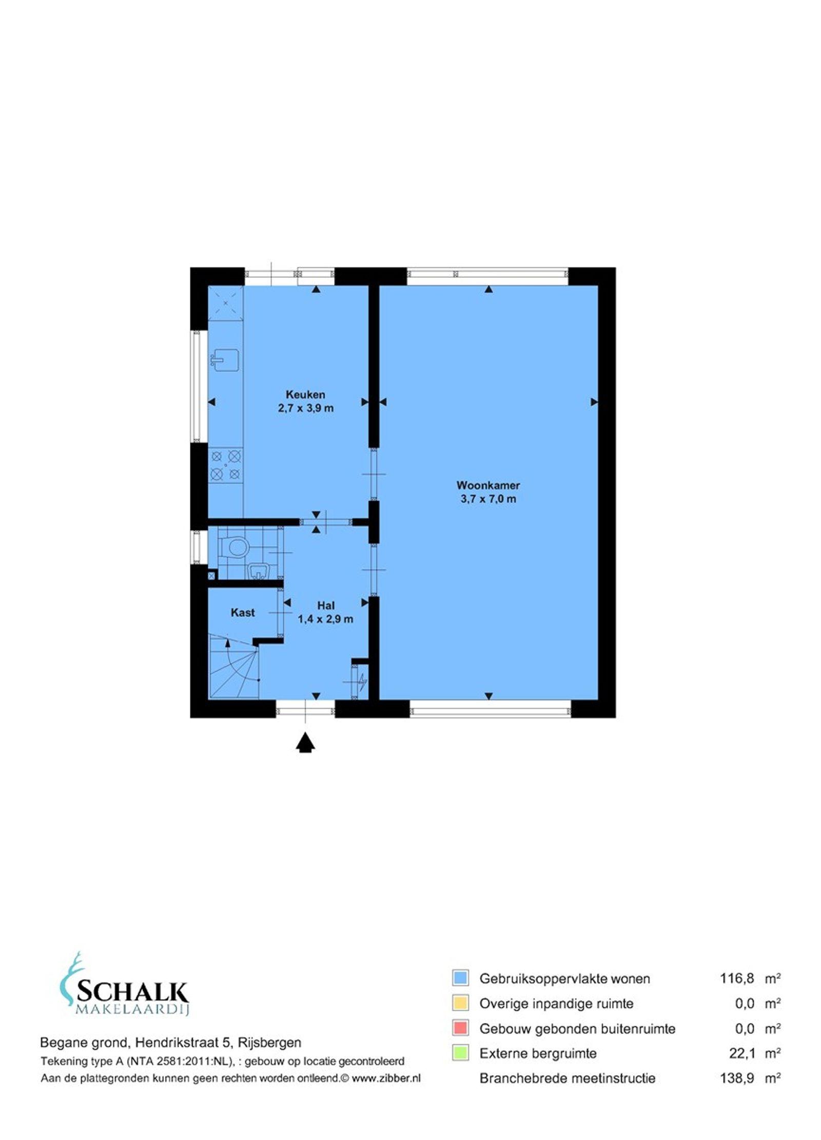 Deze twee-onder-een-kapwoning met vrijstaande garage/berging, eigen oprit en achtertuin op het zuiden is rustig gelegen op een perceel van 250 m².  Op loopafstand zijn alle dorpsvoorzieningen als ook het openbaar vervoer (bushalte) bereikbaar. Op de begane grond tref je een fijne doorzonwoonkamer, keuken, een praktische trapkast en een toiletruimte. De eerste verdieping beschikt over drie slaapkamers en een badkamer uitgerust met douche, wastafel en toilet. Op de tweede verdieping bevindt zich de voorzolder met opstelling van de cv combiketel, wasmachine– en droger aansluiting. En tot slot,  de vierde slaapkamer.   De achtertuin is gelegen op het zuiden en is via een houten poort toegankelijk.   BEGANE GROND Entree/hal met toegang tot een trapkast,  toiletruimte, woonkamer, keuken en vaste trap naar de eerste verdieping. Afwerking- vloerbedekking, Spachtelputz wanden en een stucwerk plafond. Meterkast- 5 groepen, 1 aardlekschakelaars en 1 krachtstroomgroepen.  Toiletruimte met fonteintje. Afwerking- tegelvloer, wandtegels en een kunststof plafond.  Fijne doorzon woonkamer met een elektrisch bedienbaar rolluik aan de achterzijde. Afwerking- vloerbedekking, Spachtelputz wanden en een stucwerk plafond.  Keuken in rechte opstelling uitgerust met een kunststof aanrechtblad, spoelbak, 4-pits elektrische kookplaat, afzuigkap, elektrische oven, koelkast en kastruimte. De raampartijen zorgen voor voldoende lichtinval. Via een loopdeur is de achtertuin toegankelijk. Afwerking- vloerbedekking, Spachtelputz wanden en een stucwerk plafond.  EERSTE VERDIEPING Overloop met toegang tot drie slaapkamers, de badkamer en vaste trap naar de tweede verdieping. Afwerking- vloerbedekking, spuitwerk wanden en een spuitwerk plafond.  Slaapkamer 1 - voorzien van een garderobekast en water aansluiting. Afwerking- zeil op de vloer, behangen wanden en een zachtboardplafond.  Slaapkamer 2- voorzien van een groot raampartij. Afwerking- vloerbedekking, behangen wanden en een zachtboardplafond.  Sl