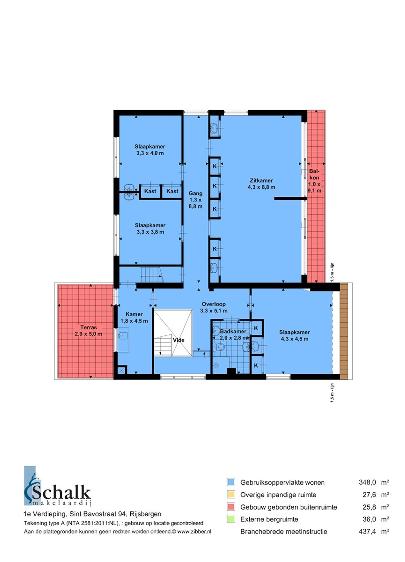 Op een gunstige locatie, midden in de dorpskern van Rijsbergen, staat deze vrijstaande woning met aanbouw en dubbele garage. Op loopafstand bereikt u het openbaar vervoer (bushalte) en alle andere dorpsvoorzieningen. Binnen circa 10 autominuten bereikt u de bruisende stad Breda.  Dankzij de verschillende leefruimten is de woning multifunctioneel te gebruiken. Op de begane grond is er een ruime woonkamer met veel lichtinval en een leefkeuken. Ook is er een grote kelder, een praktische bijkeuken en een badkamer. De eerste verdieping heeft vijf kamers, waarvan er nu drie in gebruik zijn als slaapkamers,  een als woonkamer en een als bijkeuken. Middels een vaste trap bereikt u een ruime zolder met veel mogelijkheden.  De woning heeft een verzorgd aangelegde voortuin en een verrassende diepe achtertuin voorzien van een terras, een gazon en diverse bomen.  BEGANE GROND Zijentree/hal met toegang tot de kelder, toiletruimte, woonkamer, keuken, bijkeuken, slaapkamer, badkamer en vaste trap naar de eerste verdieping. Afwerking- Marmeren vloer,  schoonmetselwerk wanden en een houten schroten plafond met spotverlichting. Meterkast- 12 groepen, aardlekschakelaars en 3 krachtstroomgroepen.  Toiletruimte uitgerust met een fonteintje. Afwerking- tegelvloer, deels wandtegels met daarboven stucwerk en een stucwerk plafond.  Zeer ruime L-vormige woonkamer met grote raampartijen, open haard, convectorput, schuifdeur aan de achterzijde naar de achtertuin, schuifdeur naar zijterras en toegang tot de woonkeuken. Afwerking- parket vloer, granol wanden en stucwerk plafond met spotverlichting.  Woonkeuken in rechte opstelling (bouwjaar 2016) uitgerust met een kunststof werkblad, 1¼ spoelbak, vaatwasser, inductiekookplaat, RVS-afzuigkap en een heteluchtoven.  Afwerking- tegelvloer, deels houten schroten. deels betegelde wanden en deels stucwerk wanden.  Het plafond is afgewerkt met stucwerk.   Bijkeuken met een keukenblok incl. spoelbak, cv-opstelling en aansluitingen voor de wasmachine en dr
