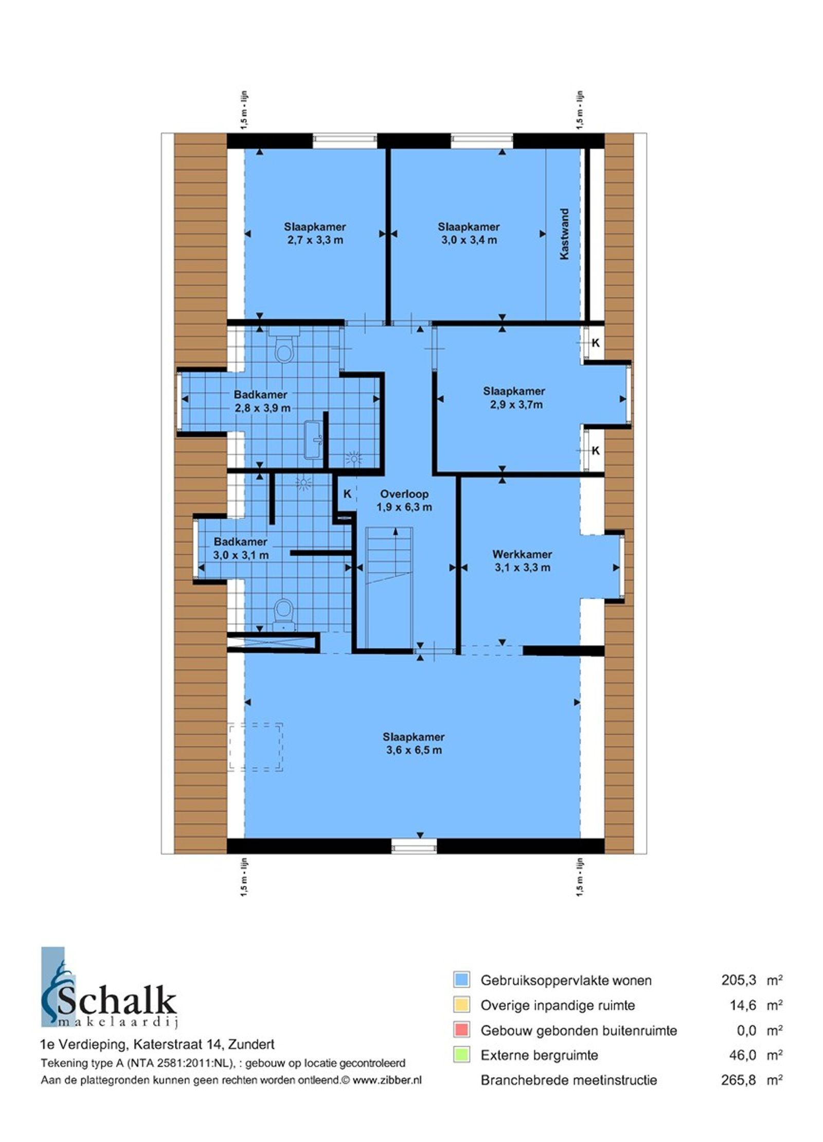 Deze prachtig gerenoveerde woning met historische elementen en ruime oprit staat in een rustige woonstraat in het centrum van Zundert. De woning is fraai afgewerkt en onder andere voorzien van een ruime woonkamer met mooie houten vloer en glas in lood ramen,een sfeervolle landelijke woonkeuken met balkenplafond, ruime kelder, vier slaapkamers en twee luxe badkamers met inloopdouches. In de achtertuin bevindt zich een atelier wat voorzien is van een badkamer, keukenblok en een vide. Aan dit gebouw is een prachtige houten veranda gebouwd met een buitenkeuken. De tuin is aangelegd met gazon en tegels en heeft ook een garage/werkplaats en een houten berging.  BEGANE GROND Landelijke woonkeuken uitgerust met een granieten werkblad, betegelde spoelbak, fornuis, afzuigkap in een schouw, koelkast, pannencarrousel en kastruimte. Vanuit de keuken is de praktische bijkeuken bereikbaar. Afwerking- Tegelvloer, deels betegelde en deels stucwerk wanden en een houten balken plafond. Meterkast- 8 groepen, 2 aardlekschakelaars en 1 krachtstroomgroep.  Zeer ruime L-vormige woonkamer met trap naar eerste verdieping en openslaande tuindeuren naar de achtertuin. Afwerking- Massief houten vloer, stucwerk wanden en stucwerk plafond met sierlijsten.  Voorkamer met haard en openslaande tuindeuren naar de achtertuin. Afwerking- Massief houten vloer, stucwerk wanden en een houten balken plafond.  Achter entree met toegang tot de toiletruimte en de voorkamer. Afwerking- Tegelvloer, stucwerk wanden en stucwerk plafond.  Toiletruimte met zwevend toilet, urinoir en een wastafel Afwerking- Tegelvloer, wandlambrisering met daarboven stucwerk en stucwerk plafond.  Praktische bijkeuken met inbouwkasten met daarin aansluitingen voor de wasmachine en droger. Afwerking- Tegelvloer, stucwerk wanden en een houten balken plafond.  Kelder met wijnopslag. Afwerking- Tegelvloer, stucwerk wanden en een betonnen plafond.  EERSTE VERDIEPING Overloop met toegang tot vier slaapkamers en een badkamer. Afwerking- Hou