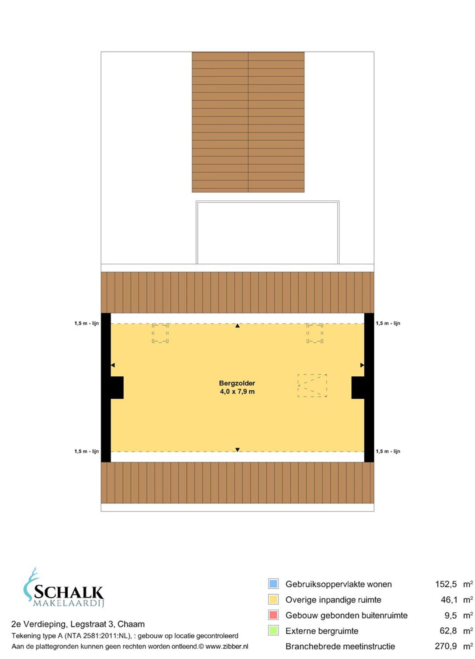 Deze uitgebouwde vrijstaande woning met garage/stal is gelegen in een prachtige groenrijke omgeving maar toch op korte afstand van de dorpskern van Chaam met al haar dorpsvoorzieningen. De woning heeft op de begane grond o.a. een ruime living met schouw en rookkanaal, een woonkeuken, badkamer, achter entree, cv ruimte en een (klus)berging met aparte ingang. De eerste verdieping heeft vier slaapkamers.  De afwerking is dermate verouderd maar geeft ruimte om alles naar eigen inzicht te gaan afwerken. Men dient dus rekening te houden met eventuele modernisering- en/of verbouwingskosten.  De woning wordt aangeboden op een perceel van circa 4.100 m² maar het behoort tot de mogelijkheden om het object met meer grond aan te kopen. Voor vragen hieromtrent kunt u contact opnemen met ons kantoor.  Meer informatie over het bestemmingsplan alsmede de voorwaarden leest u verder in deze tekst.   BEGANE GROND Entree/hal met toegang tot de living en woonkeuken. Afwerking- tegelvloer, lambrisering met sierpleister op de wanden en een zachtboard plafond. Meterkast- 5 groepen, 1 aardlekschakelaar en krachtstroom.  Ruime living voorzien van een schouw met rookkanaal en een tweetal praktische vaste kasten. Afwerking- laminaatvloer, behangen wanden en een houten schroten plafond.  Woonkeuken in hoekopstelling uitgerust met een houten aanrechtblad, dubbele spoelbak, vaatwasser, elektrische oven, koelkast en een afzuigkap. Een leuk detail is de ingebouwde servieskast met glas-in-lood ramen. Vanuit de keuken is de kelder bereikbaar. Afwerking- tegelvloer, betegelde wanden met daarboven stucwerk en een kunststof schroten plafond.  Achterentree/serre met grote raampartijen. De ruimte geeft toegang tot de gang. Afwerking- tegelvloer, schoonmetselwerk wanden en een houten plafond.  Gang met toegang tot de toiletruimte en badkamer. Afwerking- tegelvloer, betegelde wanden met daarboven stucwerk en een stucwerk plafond.  EERSTE VERDIEPING Overloop met toegang tot vier slaapkamers. Afwerking- zeil 