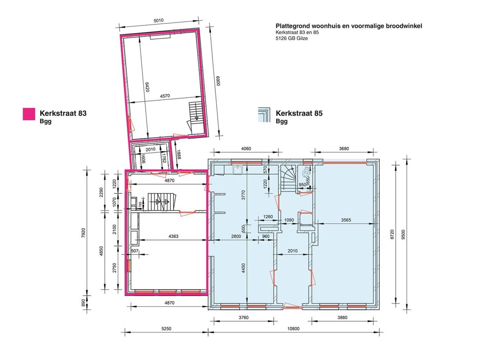 Dit zou uw unieke kans kunnen zijn, verkoper en gemeente zijn doende de Villa te splitsen tot twee woningen, de procedure is hiervoor in gang gezet. Kijk naar de plattegronden voor de mogelijkheden. Neem gerust contact met ons op voor een nadere toelichting.  Deze unieke en prachtige verschijning biedt het beste van twee werelden. Enerzijds strategisch gelegen tussen Breda en Tilburg (15! autominuten) en anderzijds stijlvol wonen in het dorpscentrum, met volledige rust en privacy.    Het pand is volledig gerenoveerd, waarbij alle elementen van het huis zoveel mogelijk in authentieke, nostalgische stijl zijn behouden. Iedere ruimte heeft een warme uitstraling met een eigen karakter. Knus, terwijl de kamers toch echt niet klein zijn. Door de aanwezigheid van de verschillende ruimten biedt dit huis tal van mogelijkheden. Zo kan de imposante zolder bijvoorbeeld worden gebruikt als een atelier/kantoorruimte, maar ook als prachtige extra leefruimte. Sowieso is het een ideaal familiehuis, waar echt in -geleefd- kan worden. Met aan de overkant de basisschool, de bibliotheek, cultureel centrum De Schakel en elke dag vers brood van de naburige bakker.    De oprit met carport wordt afgesloten met een houten poort. Achter deze poort verschuilt zich nog een vrijstaand huisje dat uitermate geschikt is voor een hobby- en/of klusliefhebber. In de groenrijke en volledig ommuurde achtertuin kunt u in alle rust en ruimte heerlijk genieten!   Glas-in-lood, ornamenten, authentieke tegelvloeren en heel veel leefruimten- Dit huis verdient een eigenaar die met volle teugen wil genieten van deze sfeer.  Deze woning is ook bijzonder geschikt voor paardenliefhebbers. Je rijdt de straat uit en daar begint het buitengebied en de eindeloze Chaamse bossen. De huidige bewoners hebben ruim 13 jaar met veel plezier hun paarden in en om dit huis gehad. Er zijn tal van goede pensionmogelijkheden in de nabije omgeving met perfect uitrij-gebied. Ook zijn er goede mogelijkheden tot weidehuur.   DUBBELE B